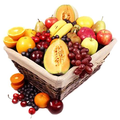 Dreamy Gift Basket of Assorted Fruits N Champagne