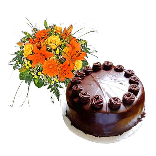 Luxurious Present of Chocolate Cake N Floral Bunch in Orange