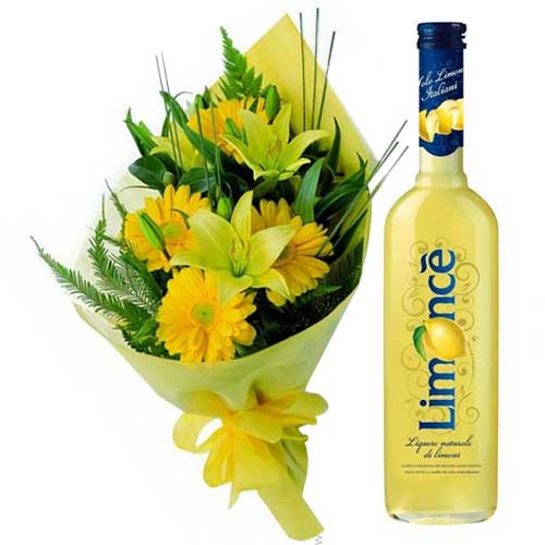Smart Combo Hamper of Floral Bundle with Limoncello