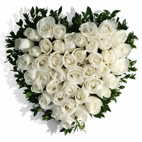 Captivating Valentine Gift of Love Bouquet of Roses
